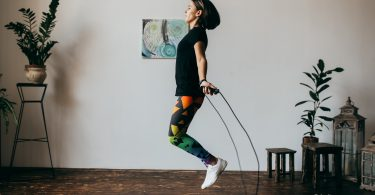 10 Amazing health benefits of skipping rope
